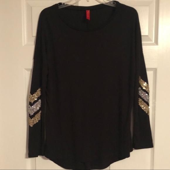 4392ede5304 Fashionomics Tops   Black Chevron Long Sleeve Tee   Poshmark